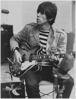 369cebee9e570ce660baf7c70a8df5eb--keith-richards-young-bass-guitars.jpg